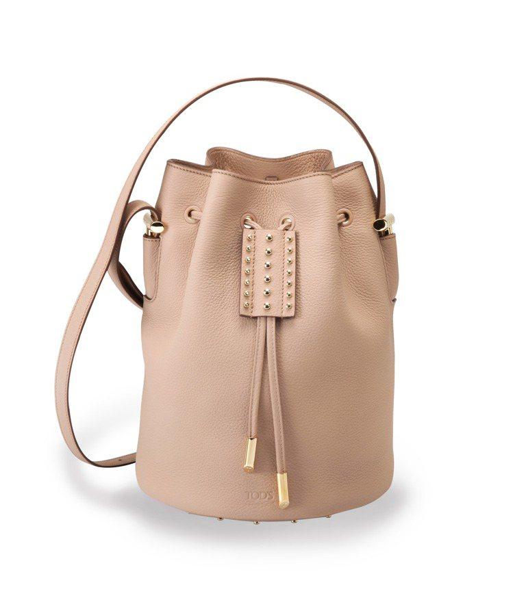 TOD'S AOI牛皮裸粉色水桶包,56,100元。圖/迪生提供