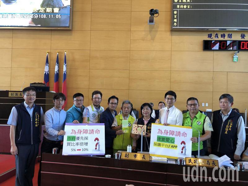 民進黨議員要求市府增加向身障團體採購。記者陳秋雲/攝影