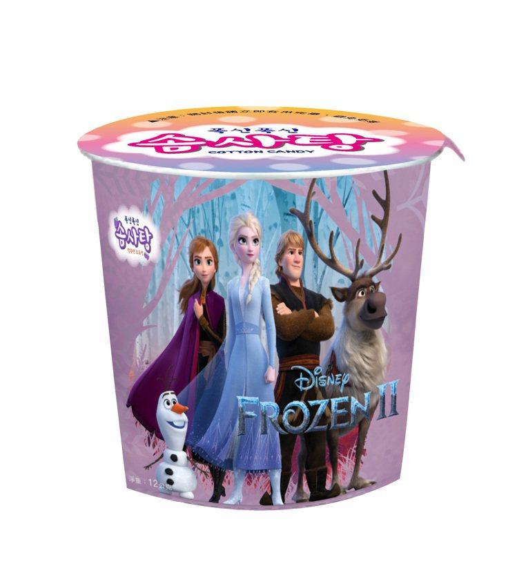 全家便利商店推出「冰雪奇緣2」葡萄口味棉花糖,售價59元。圖/全家便利商店提供