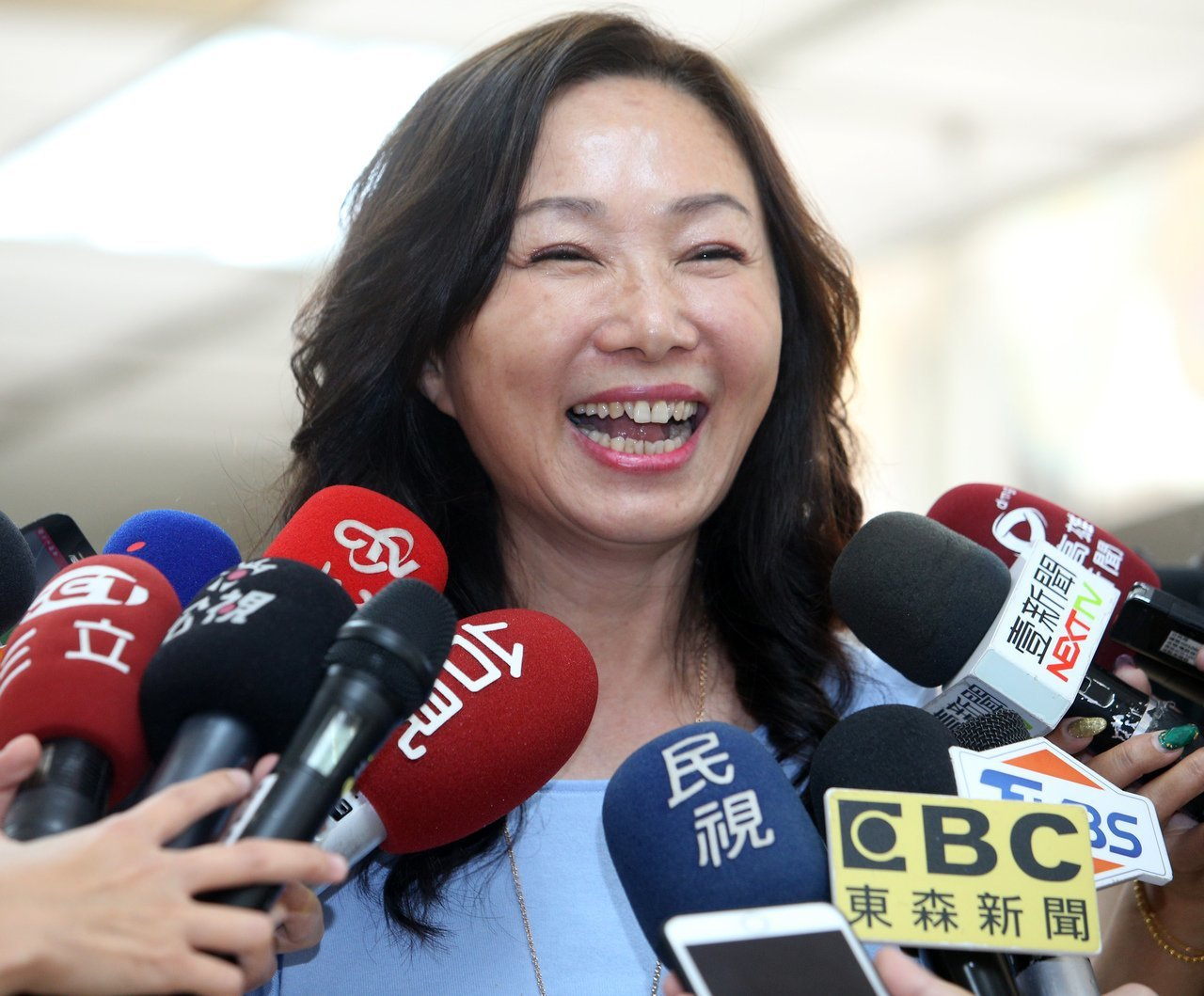 韓國瑜日前推出「學貸免息」政策,夫人李佳芬被問到是否應設防弊措施,李佳芬表示,若...