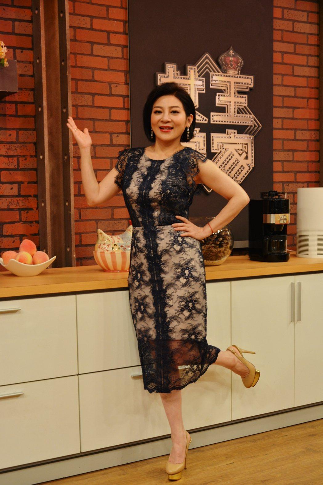王彩樺主持直播節目如魚得水。圖/華視提供