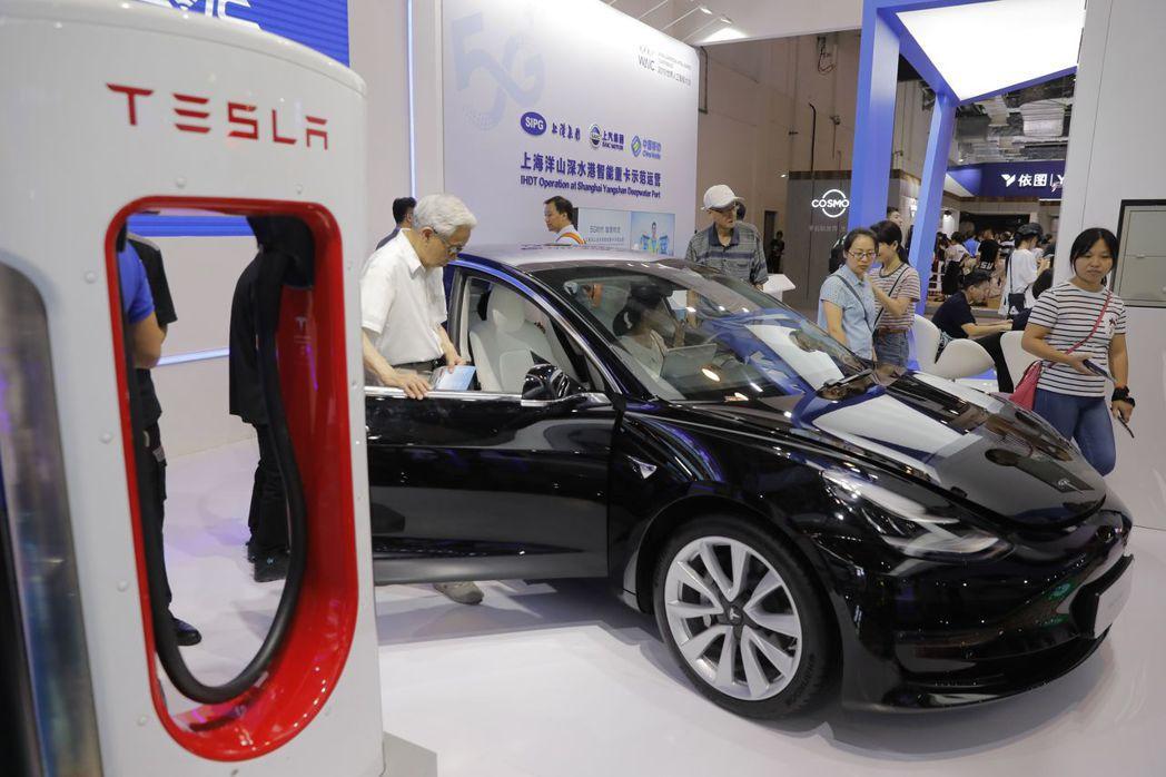 特斯拉挾著大幅領先優勢,在電動車市場一馬當先。歐新社