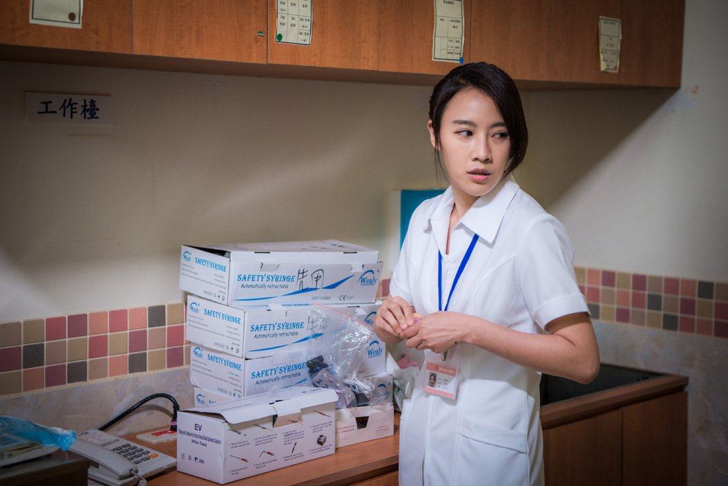 方宥心在「烏陰天的好日子」戲中飾演因藥物成癮竟偷藥的護理師。圖/客家台提供