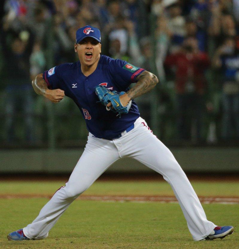 中華隊後援投手陳鴻文解決委內瑞拉最後一個人次後振臂歡呼。聯合報記者黃仲裕/攝影