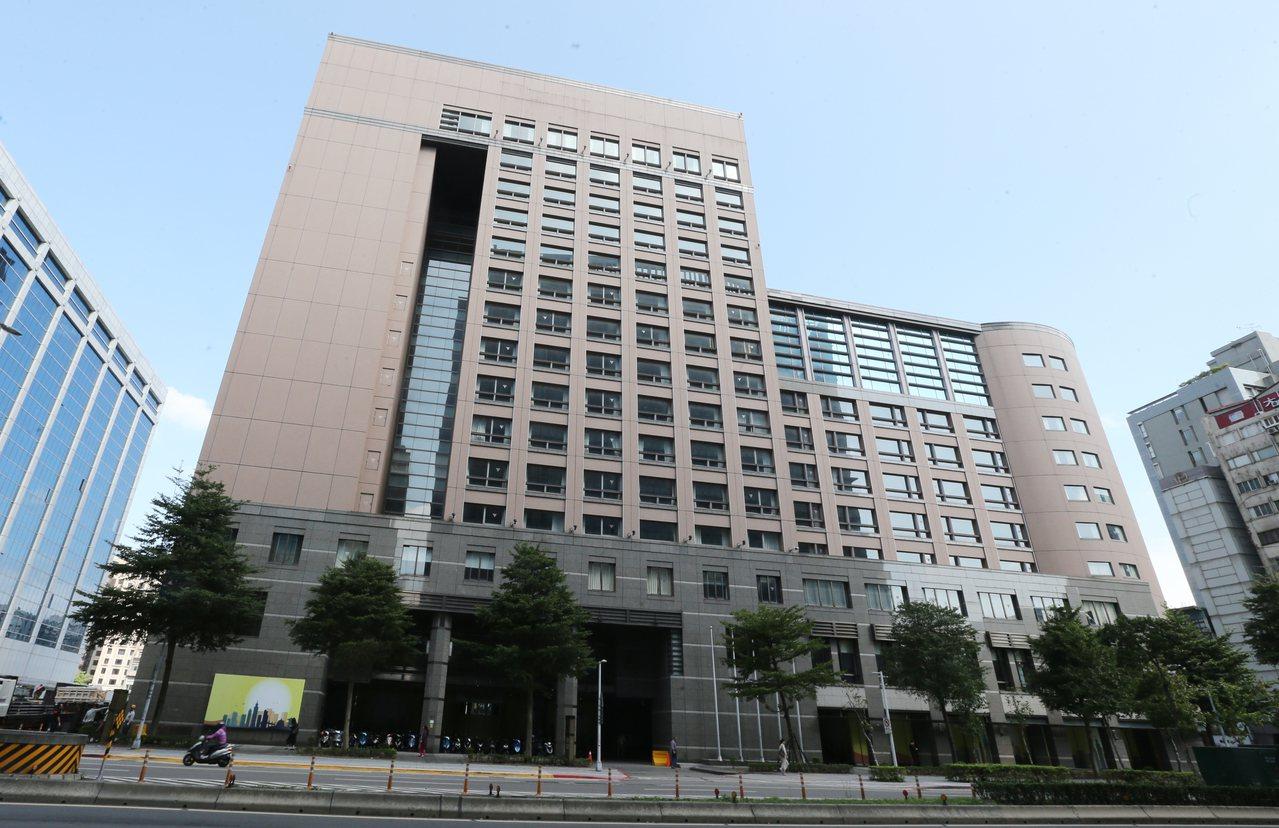 台北市南京東路三段上的威斯汀六福皇宮在去年12月正式熄燈後,迄今已閒置11個月,...