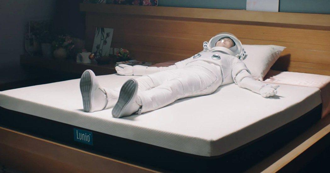 Lunio樂誼臥獨家四層結構,給身體最服貼的支撐,打造外太空無重力睡眠體驗。 業...