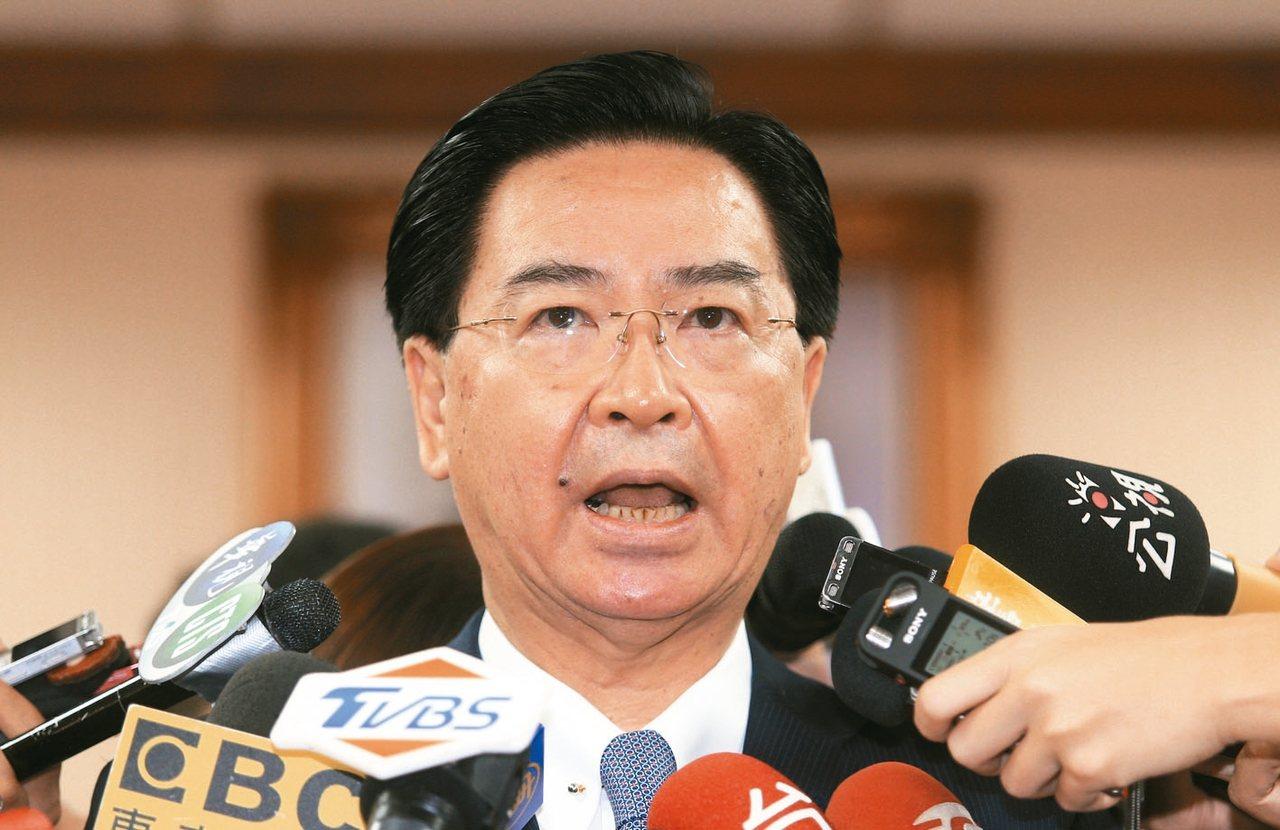 外交部長吳釗燮上午在立法院回應媒體提問。 記者陳正興/攝影