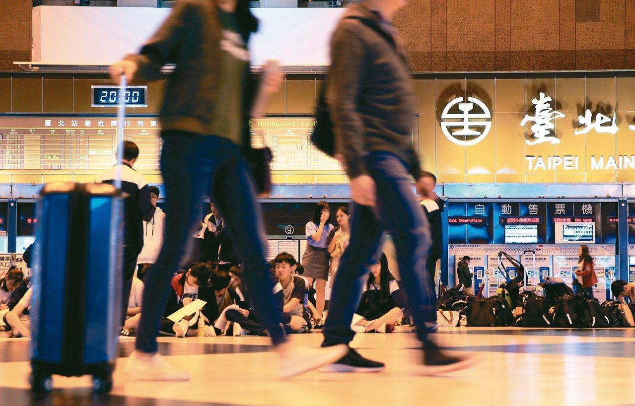 火車站人臉辨識引發人權與適法爭議,台鐵局已要求鐵道局停止使用。 記者潘俊宏/攝影