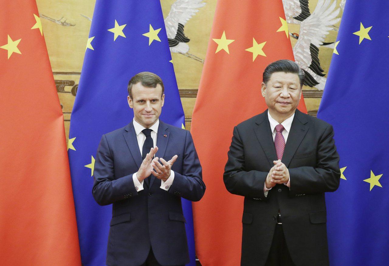 法國總統馬克宏(左)與中國國家主席習近平(右)。 歐新社