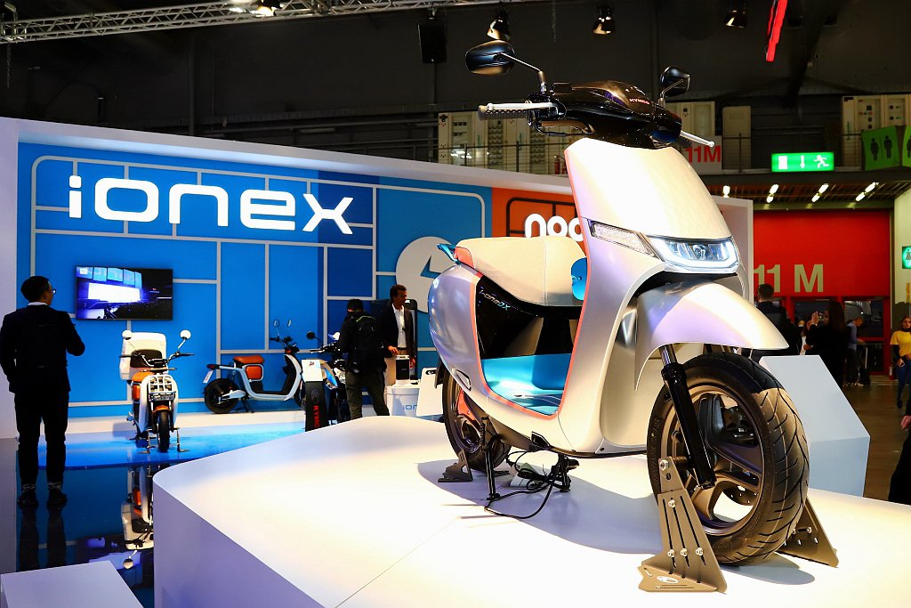 動力表現更好、續航力更佳的i-One DX運動版首度亮相,光陽更預告i-One車...