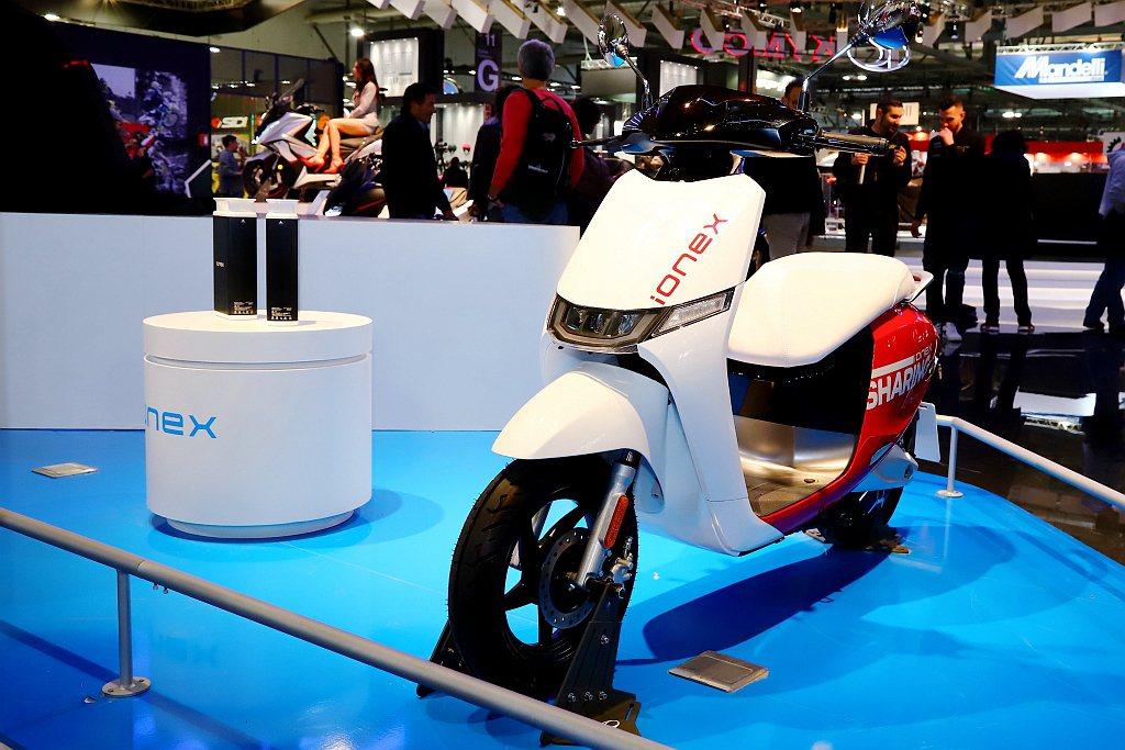光陽i-One是Ionex車能網全新外觀造型、動力媲美125c.c.等級的白牌電...