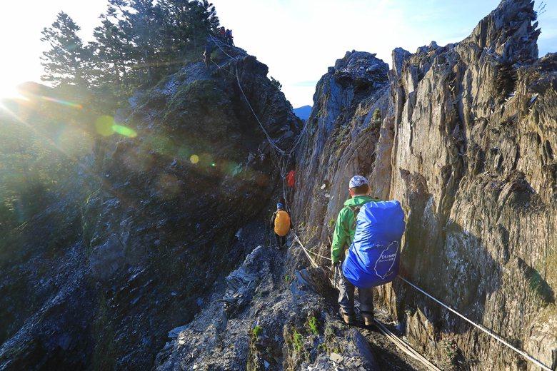 馬博拉斯橫斷,只靠山友維護的烏拉夢斷崖。 圖/作者自攝