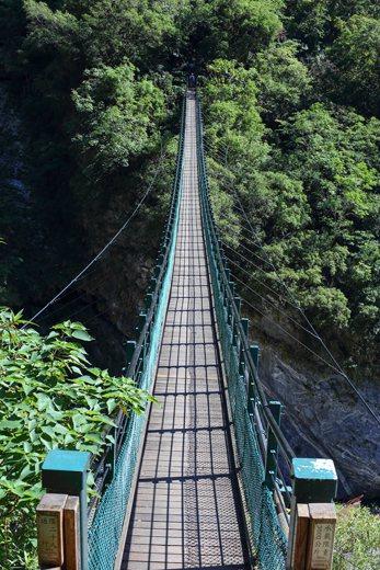 錐麓古道入口吊橋。 圖/作者自攝
