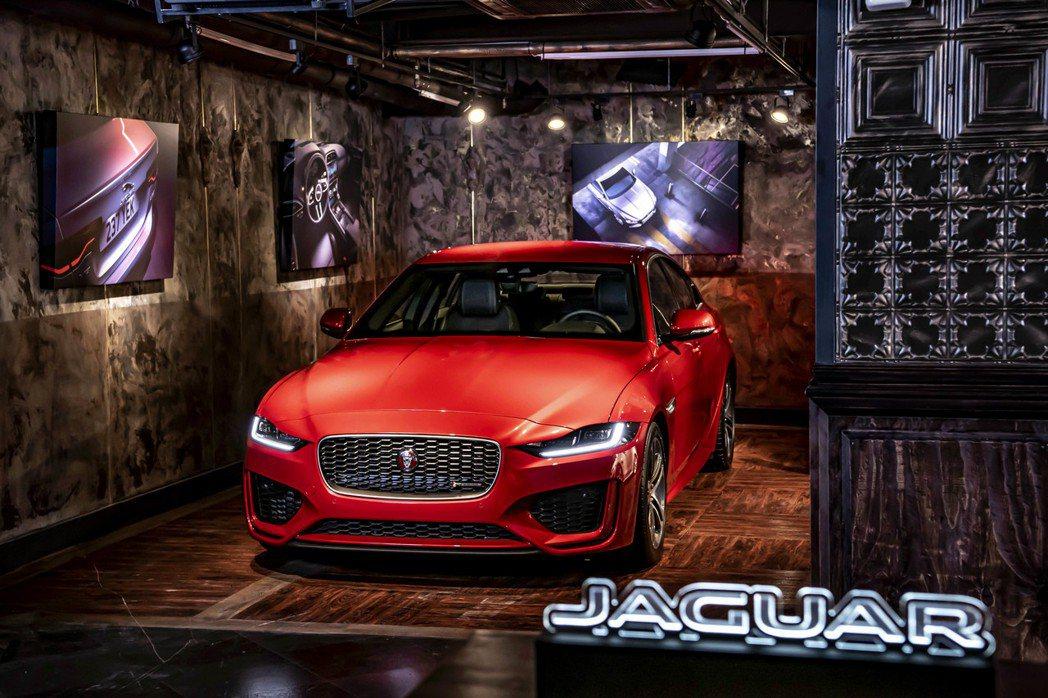Jaguar XE車系領先級距的操控性能,源自F-TYPE純種跑車賽道基因。20...