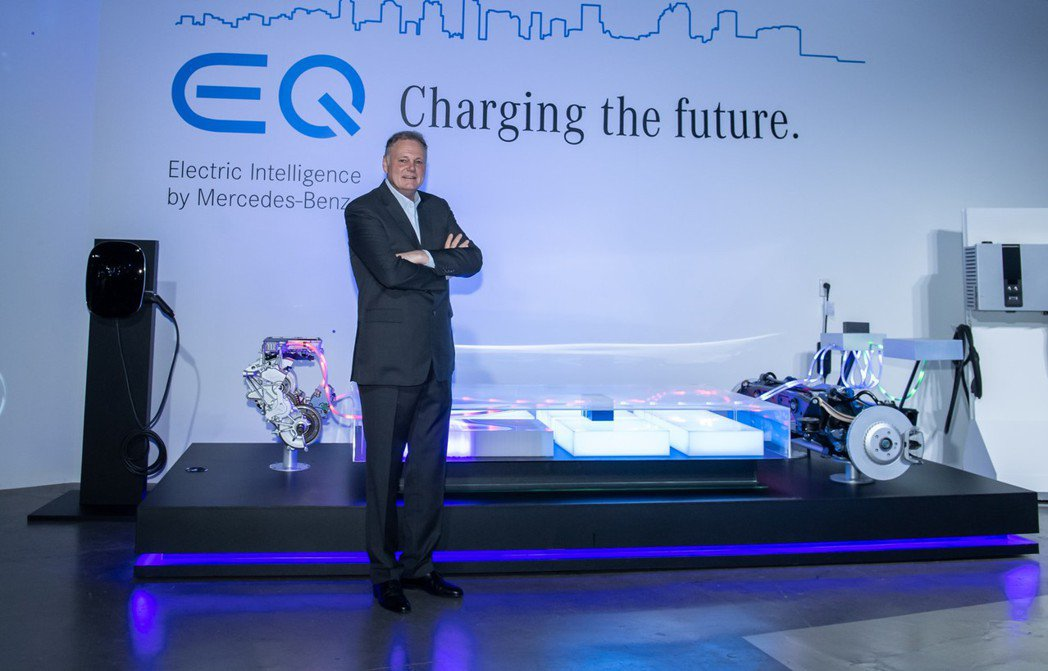 台灣賓士總裁高明漢表示:「為了迎接電動車的時代,Mercedes-Benz以宏觀...