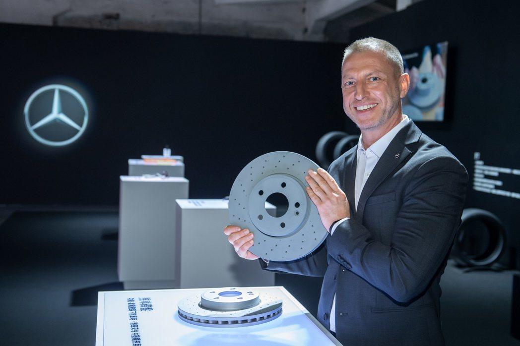 所有的Mercedes-Benz原廠零件,都是按照最高的品質規格並經歷最嚴格的測...