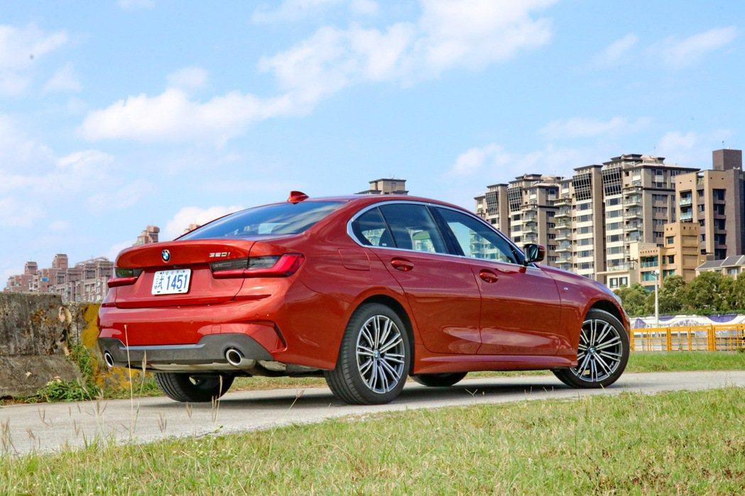 原廠代號G20的全新BMW 3系列房車,採用新世代CLAR模組化底盤平台打造。 ...