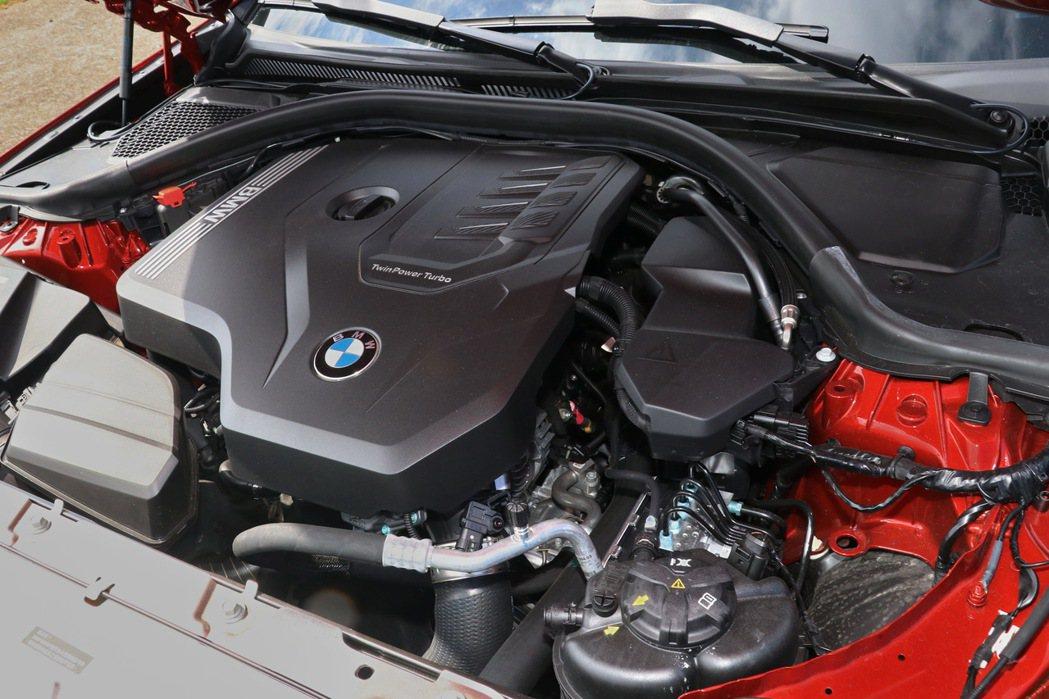 2.0升直列四缸BMW TwinPower Turbo汽油引擎。 記者陳威任/攝...