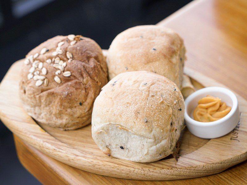 ▲附餐麵包