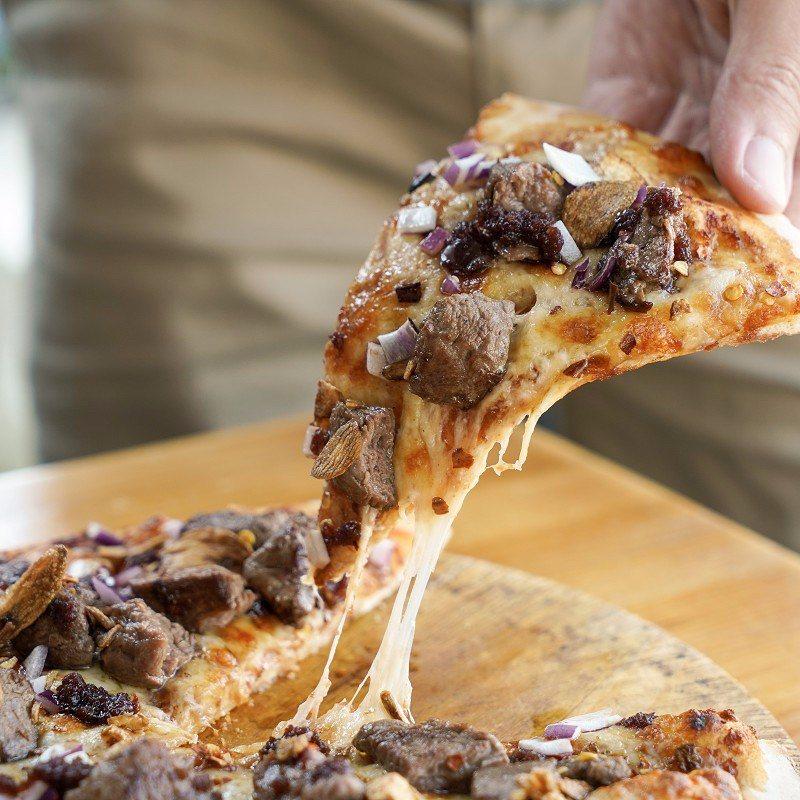 ▲嫩煎牛排醋膏披薩