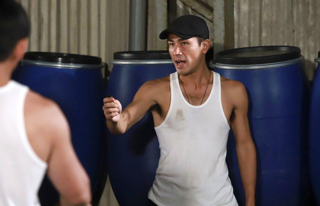 傅子純在「多情城市」中飾演血氣方剛的「陳志龍」。圖/民視提供