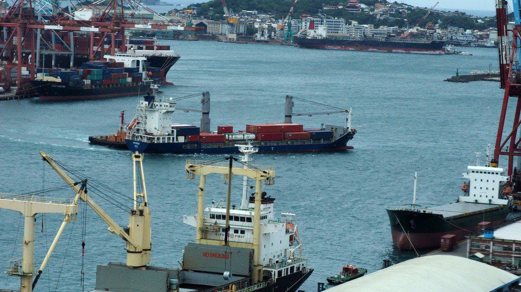聯合國研究報告指出,美中貿易戰導致貿易轉移,台灣成為今年上半年最大受惠者。  路...