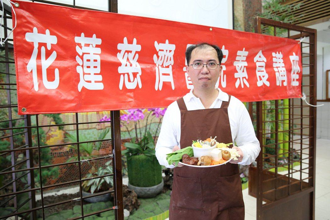 花蓮慈濟醫院營養師范綱傑說,希望讓民眾在立冬「補冬」時,藉由「高鈣纖蔬湯」補足一...