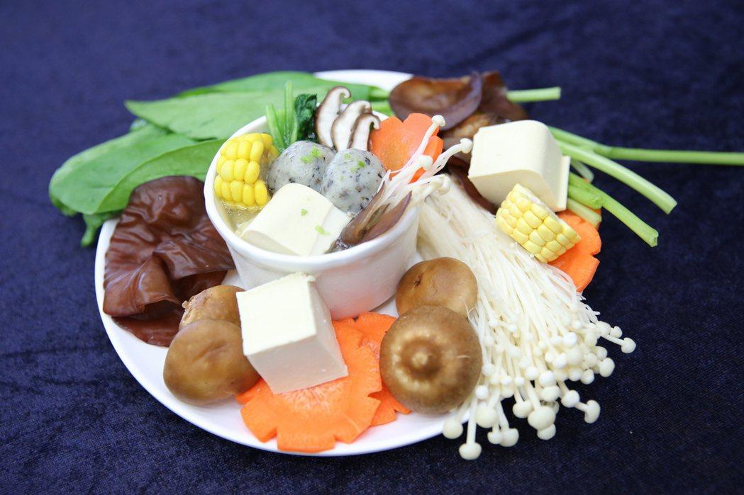 富含鈣質與膳食纖維的「高鈣纖蔬湯」,富含1日所需的鈣質及3分之1的膳食纖維。圖/...