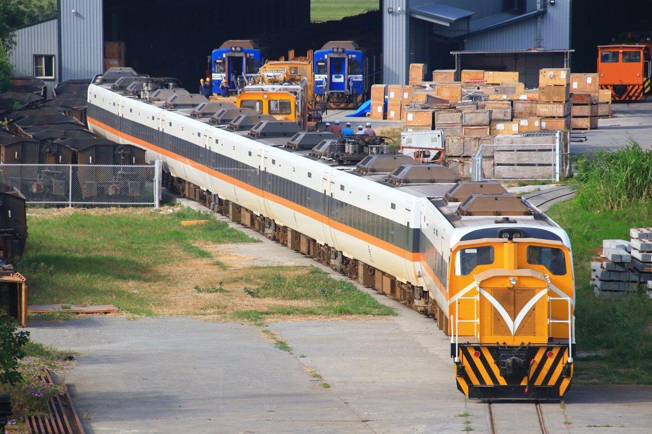 太魯閣號無階化工程終於動工。圖/ 鐵道迷安東尼提供