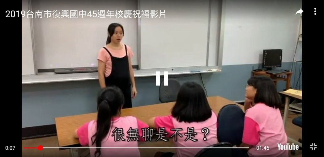 周子瑜為母校台南復興國中拍攝校慶祝賀影片,電昏粉絲。圖/取自網路
