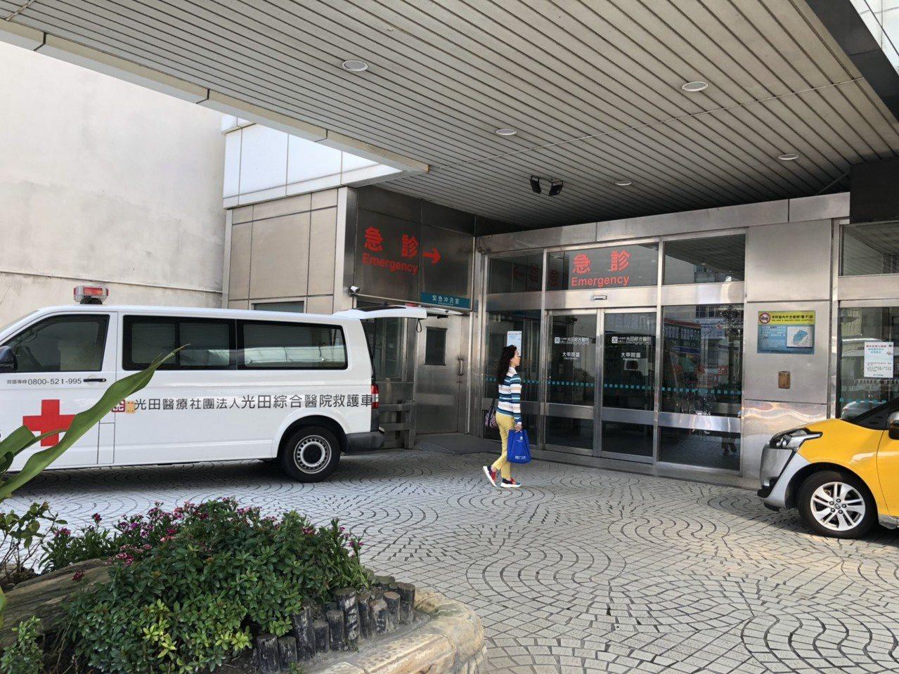 國道三號苑裡交流道附近今天早上發生追撞車禍,6人受傷被送到光田醫院治療。記者游振...