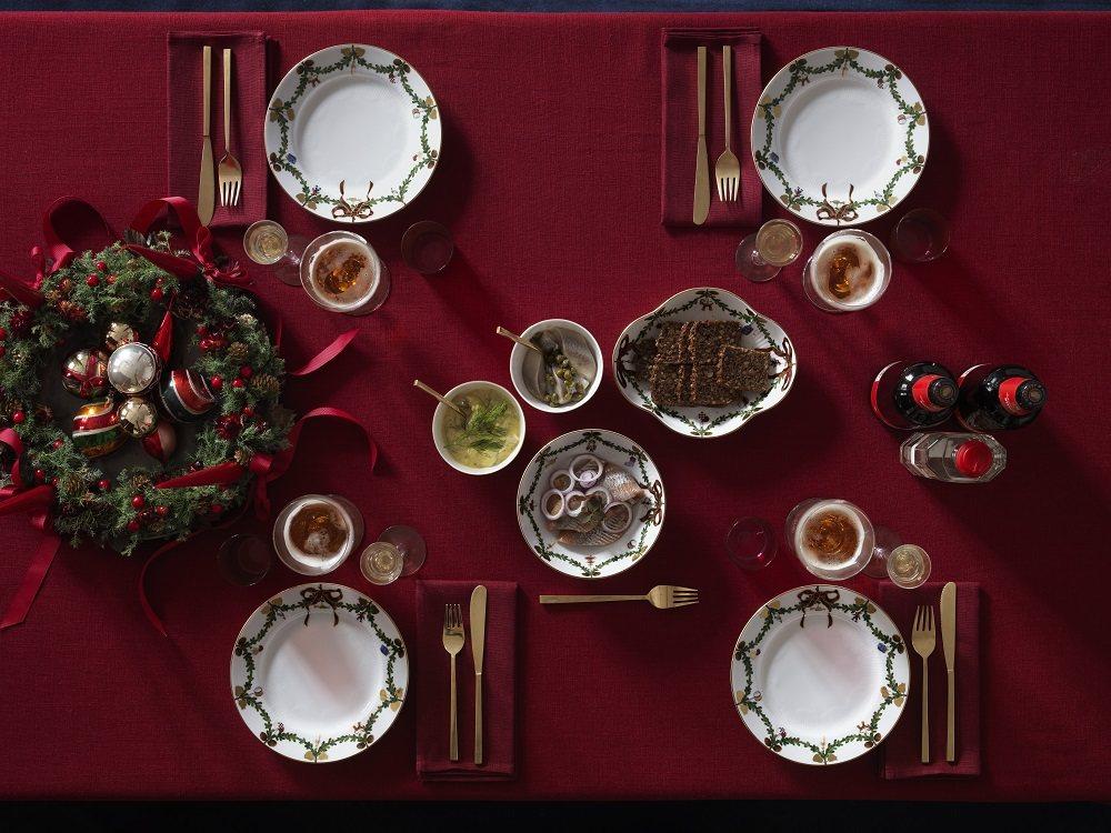 皇家哥本哈根推出「經典聖誕」系列餐瓷。圖/皇家哥本哈根提供