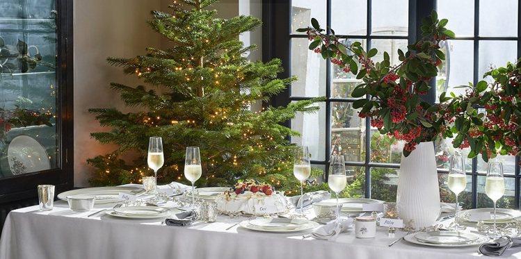 Wedgwood針對耶誕節,特別推出「銀白聖誕」新品餐瓷。圖/Wedgwood提...