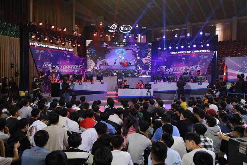 華碩30周年活動遍地開花,日前再攜手重量級合作夥伴Intel於越南胡志明市第七軍區體育場盛大舉辦「INCREDIBLE ON」博覽會。華碩提供