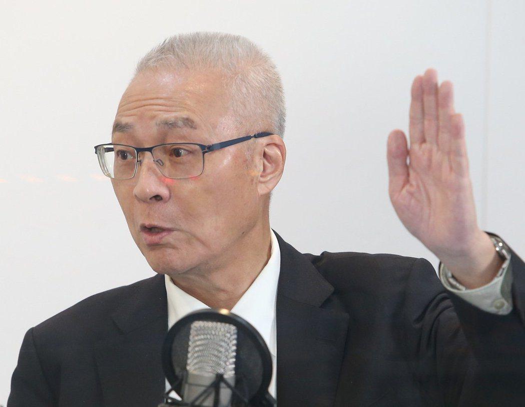吳敦義接受廣播主持人蔡詩萍專訪,暗示自己會列入不分區名單。 記者林澔一/攝影