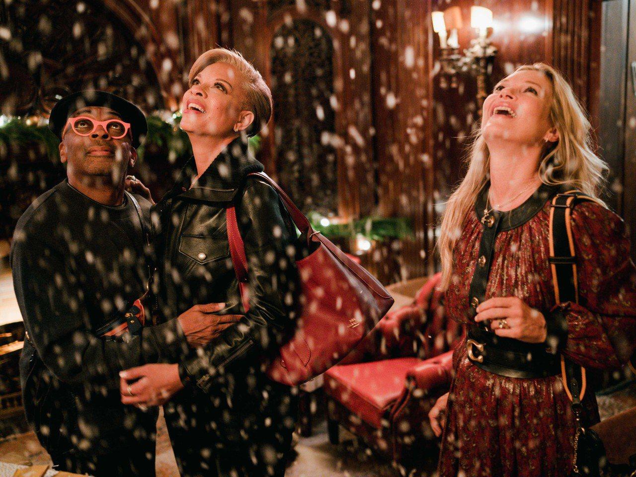 COACH Holiday系列形象影片傳達紐約傳統節慶氛圍。圖/COACH提供