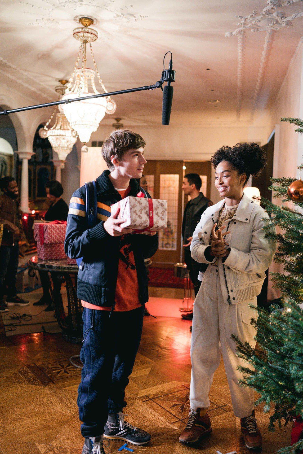 COACH Holiday系列形象影片幕後。圖/COACH提供