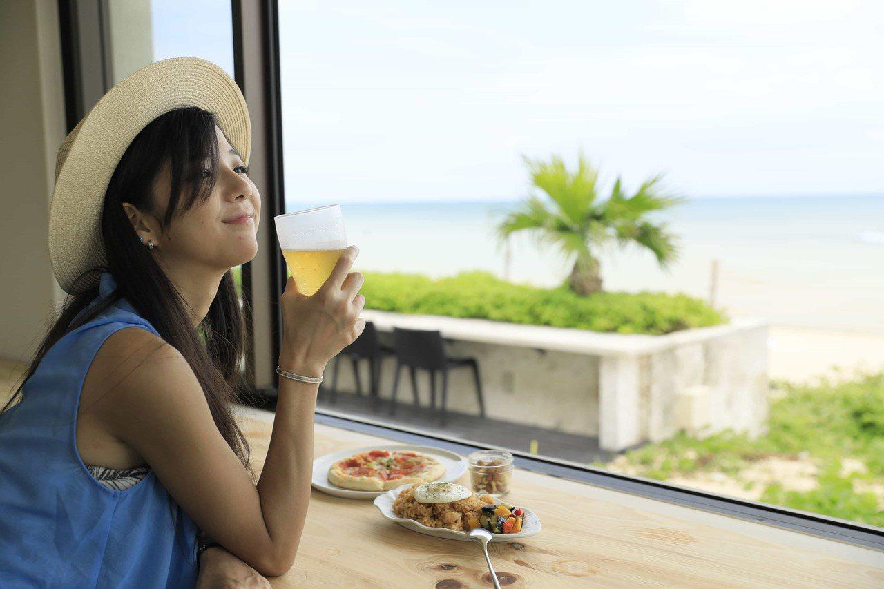 面對一望無際的海景,Booking.com推薦可以安排戶外活動挑戰極限。 圖/B...