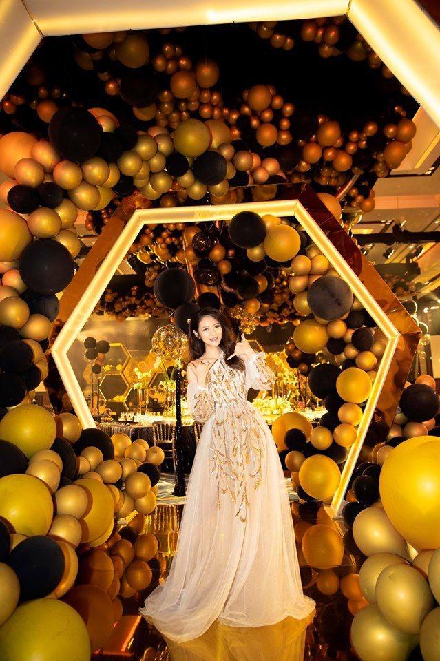 安以軒為兒舉辦4個月百日宴。圖/摘自臉書