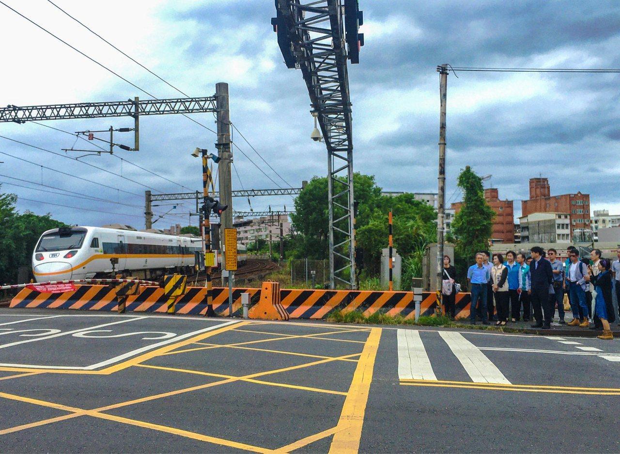 交通部下午審查宜蘭鐵路高架化建設,歷經十幾年來,終於審查過關,未來對於解決市區交...