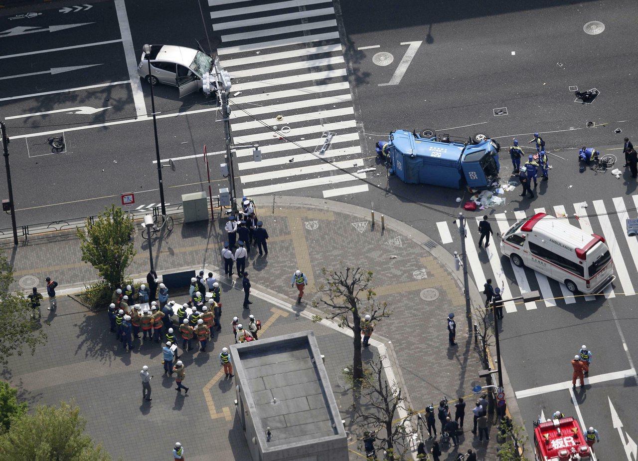 東京池袋街頭今年4月19日發生嚴重車禍,老翁駕駛的汽車高速撞上過馬路的母女,造成...