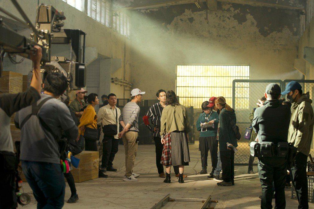 「極道千金」由「六弄咖啡館」作家導演吳子雲及票房強片「比悲傷更悲傷的故事」監製莊...