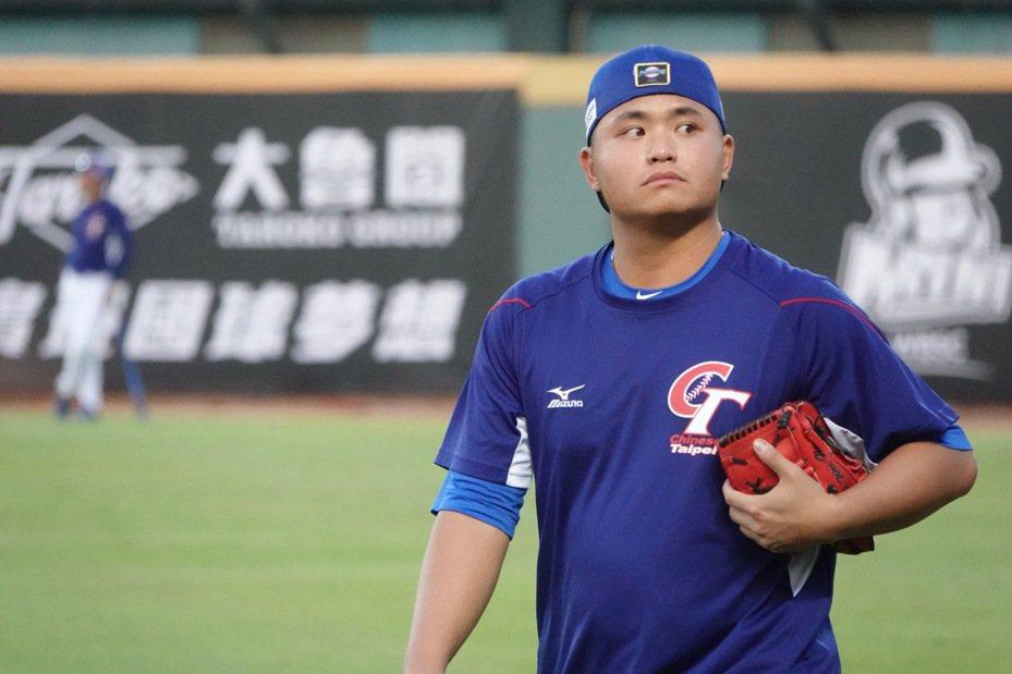 2019年世界12強棒球賽,投手胡智為賽前練習。記者蘇志畬/攝影