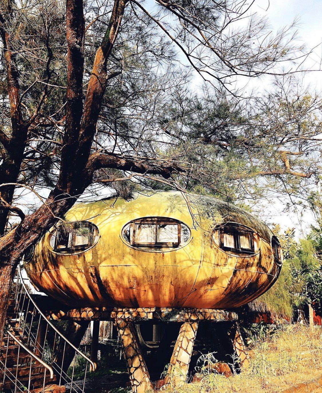 新北「三芝飛碟屋」特殊造型,吸引許多遊客慕名而來。圖/取自IG:will.be1...