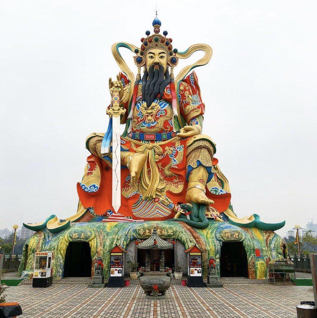 高雄「北極玄天上帝神像」高約72公尺。圖/取自IG:itshomario