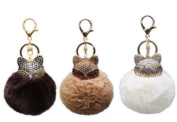 7-ELEVEN獨家推出金莎小狐狸造型毛球吊飾,即日起至12月3日購買金莎巧克力...