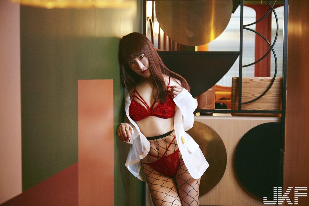 美子為亞洲最大男性娛樂品牌擔任11月封面女郎。圖/JKF提供