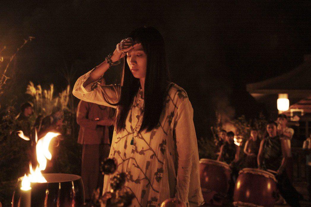 溫貞菱拍攝作法戲。圖/HBO Asia提供