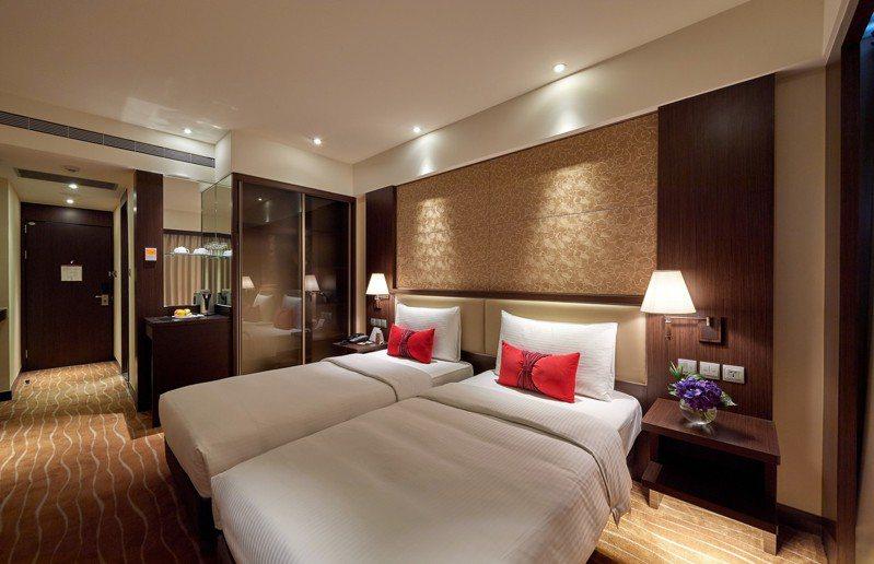 台北王朝大酒店推出年度住宿最殺優惠,豪華客房雙人住宿券最低2折起。圖/王朝大酒店提供