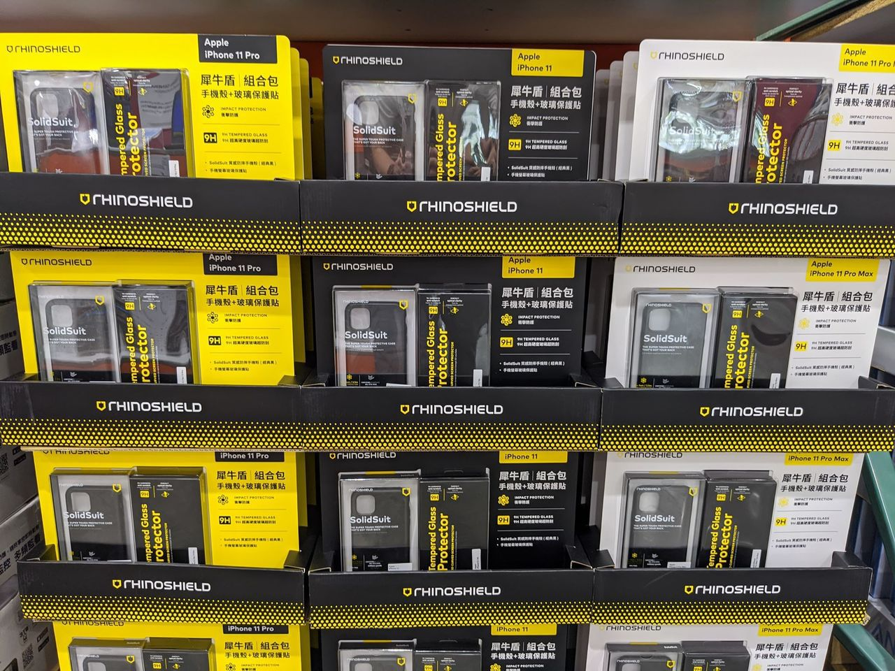 好市多販售的犀牛盾防護組合包,共有iPhone 11、iPhone 11 Pro...